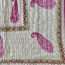 Load image into Gallery viewer, hand Block Printed Quilt - Gulabo