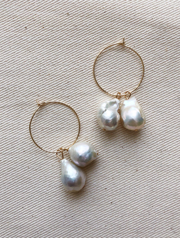 DOUBLE PEARL HOOP GOLD EARRINGS VEIA