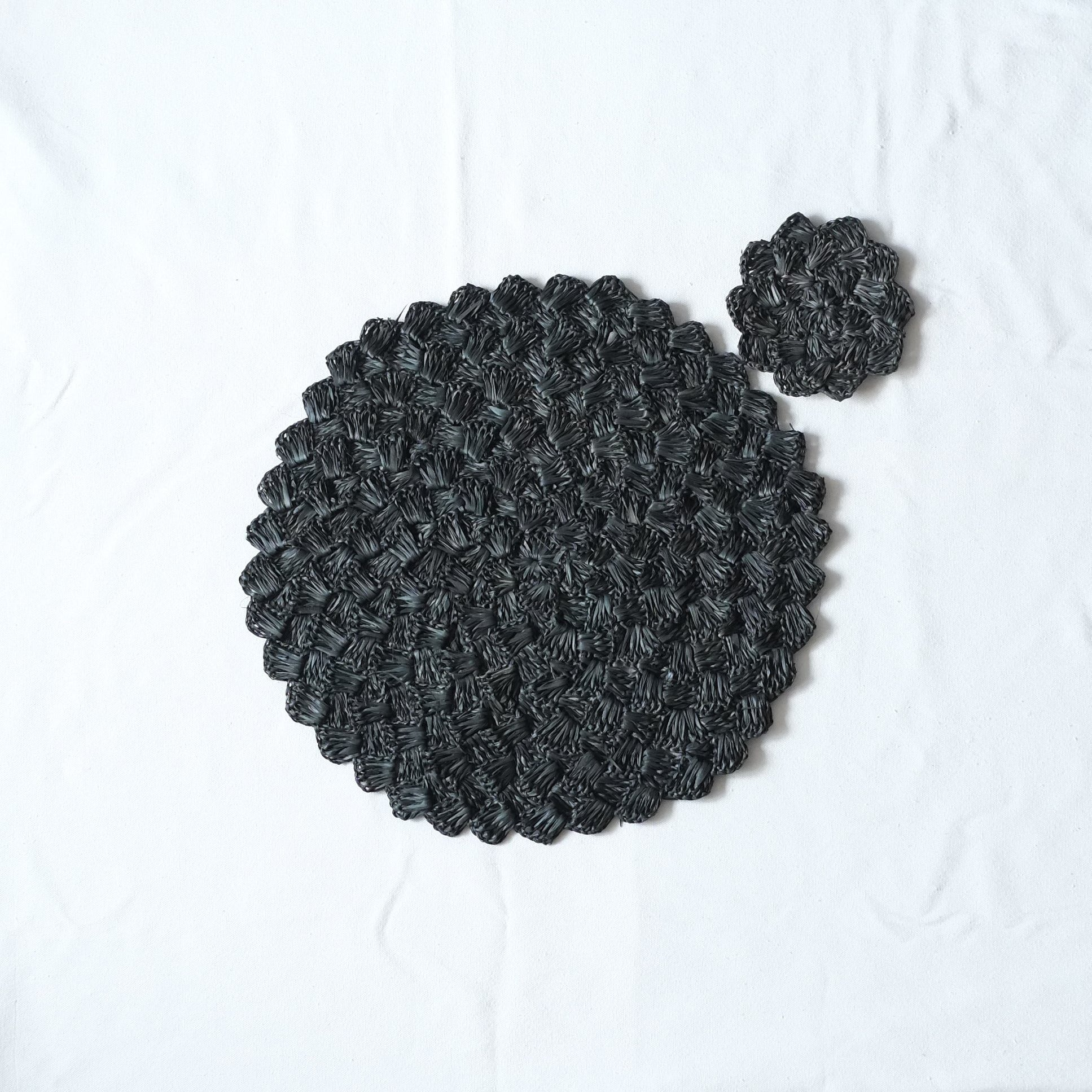 Raffia Scalloped Placemat and Coaster Set - Black