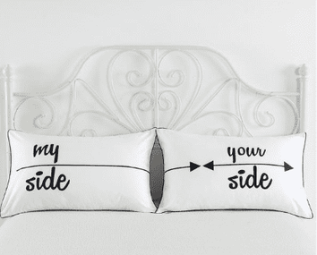 Deux taies d'oreiller : My Side/Your Side
