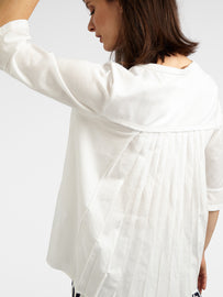 Top with stitched, pleated rear - Spring White