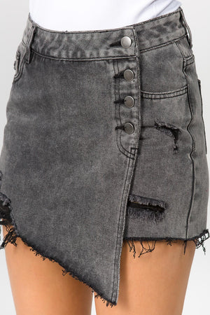 BLACK BUTTON SKORT