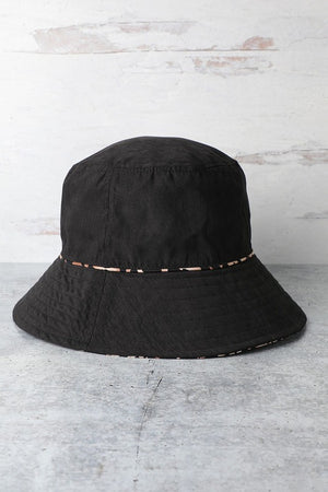 black & leopard print bucket hat