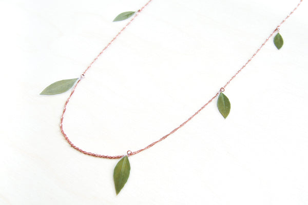 Green Myrtle Leaf Confetti Necklace