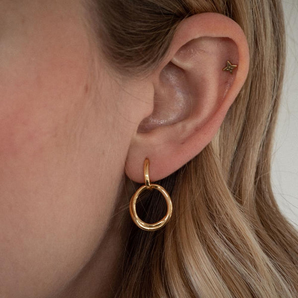 Bonds Path Hoop Earrings - Solid Gold Jewelry Stilnest