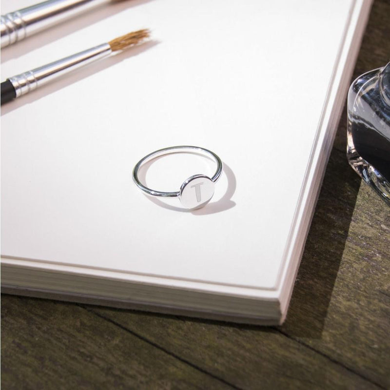 Petite Letter E Ring Jewelry frau-hoelle