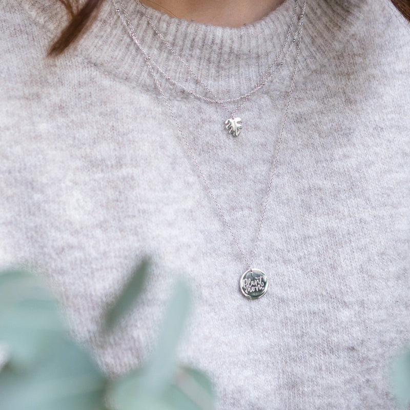 Petite Monstera Charm Anhänger Jewelry frau-hoelle