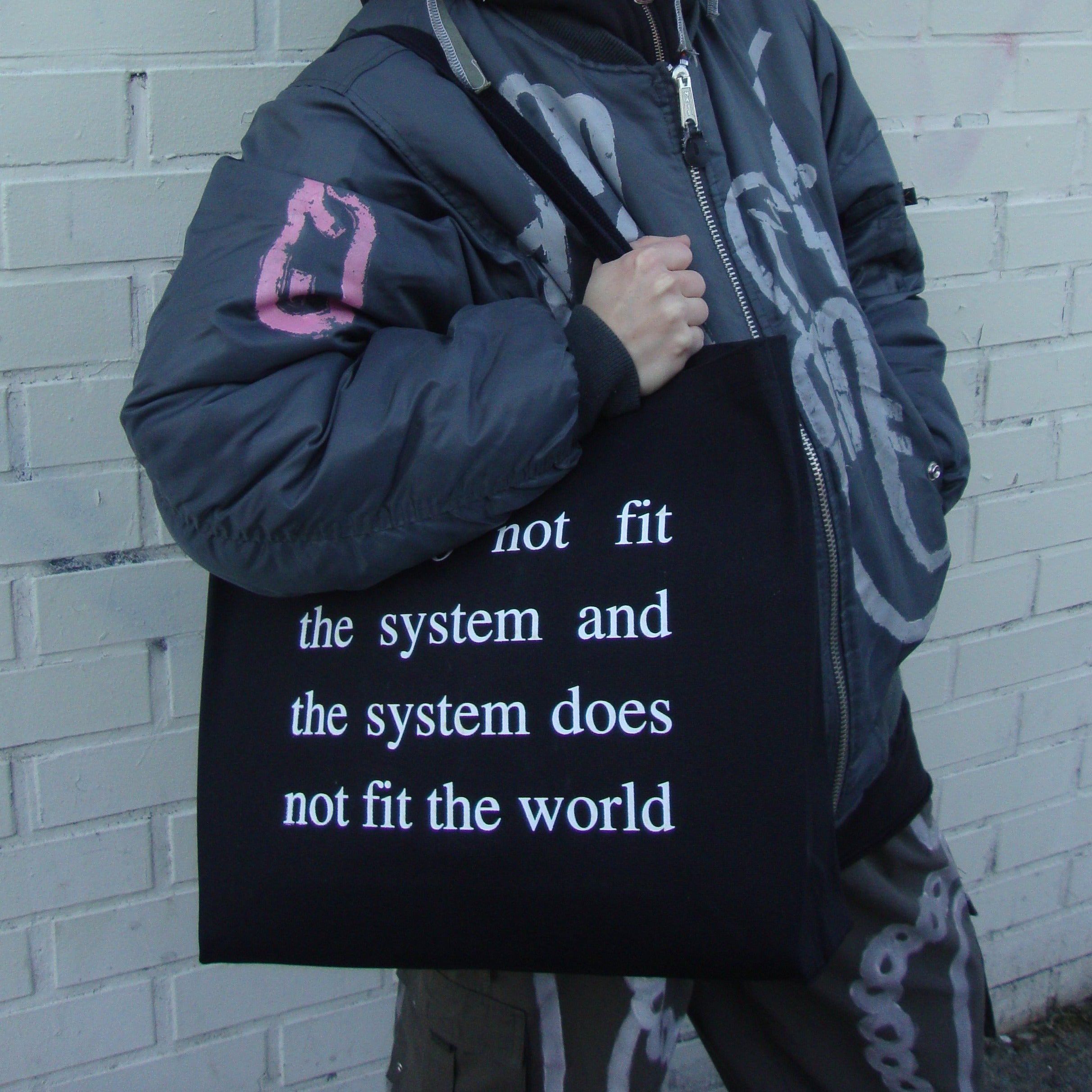 WE DON'T FIT THE SYSTEM x HECHA 做 tote