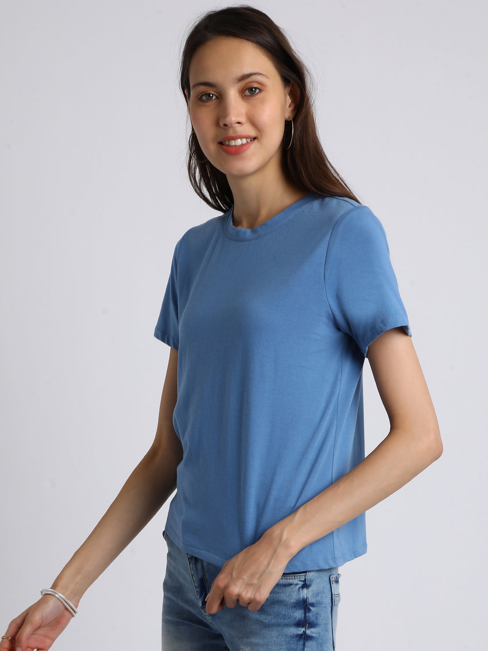 Besiva Women Blue Solid Round Neck T-shirt