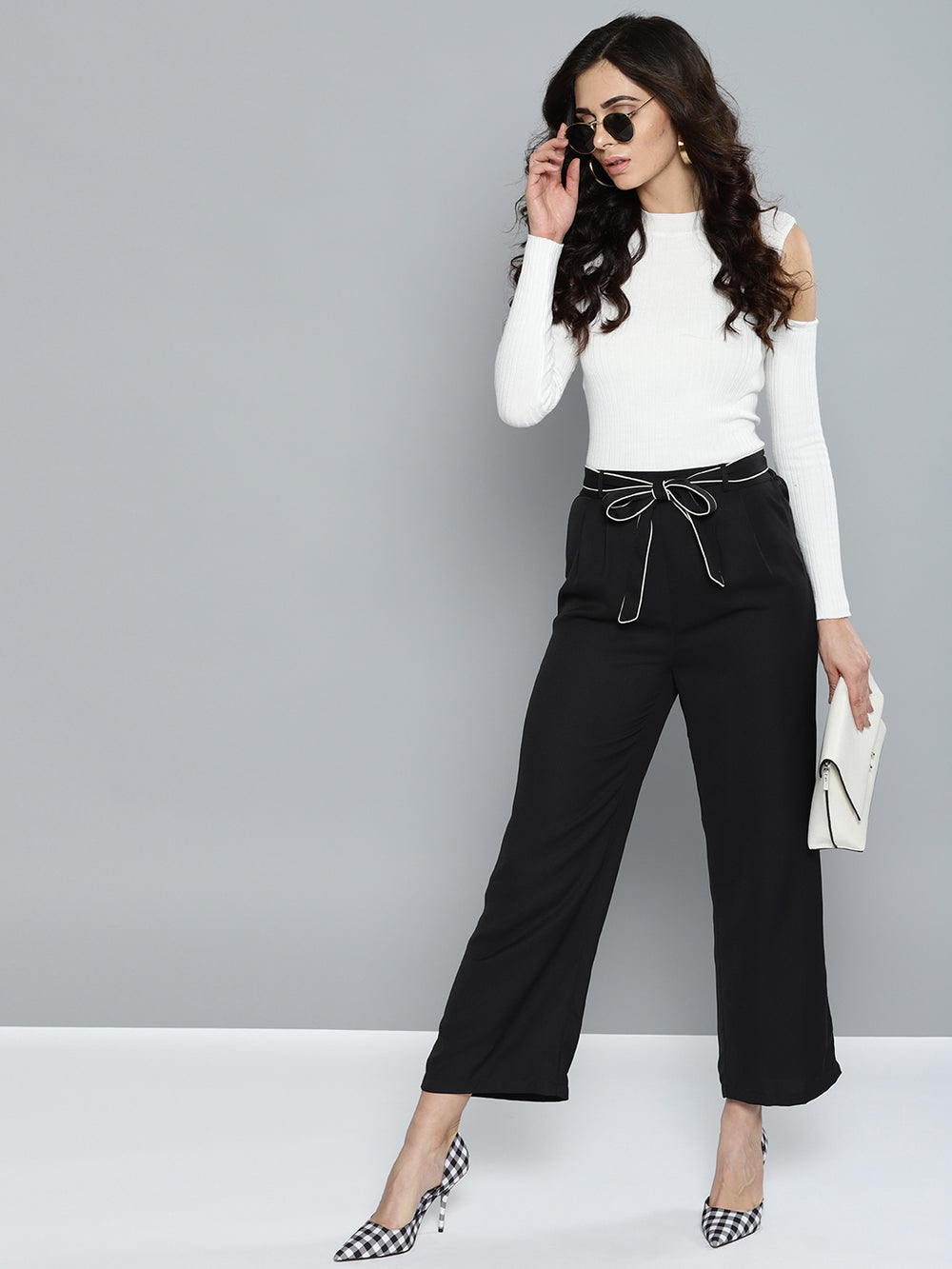 Besiva Women Black Solid Cropped Parallel Trousers