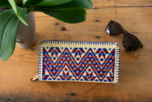 Zipper Wallet Hand Embroidered with Zigzag in Blue Color.