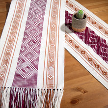 RHOMBUSES GEOMETRIC TABLE RUNNER