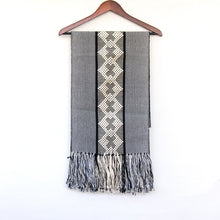 CROSS GEOMETRIC TABLE RUNNER