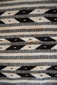 black and white arrow design country rug