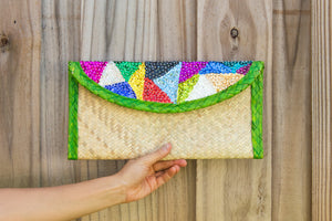 Palm woven clutch bag embroidered with sequin, triangles, green trim