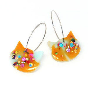 Resin Cat Hoop · Orange Light Aqua · 17