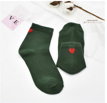 Load image into Gallery viewer, Simple Heart Stripe Socks
