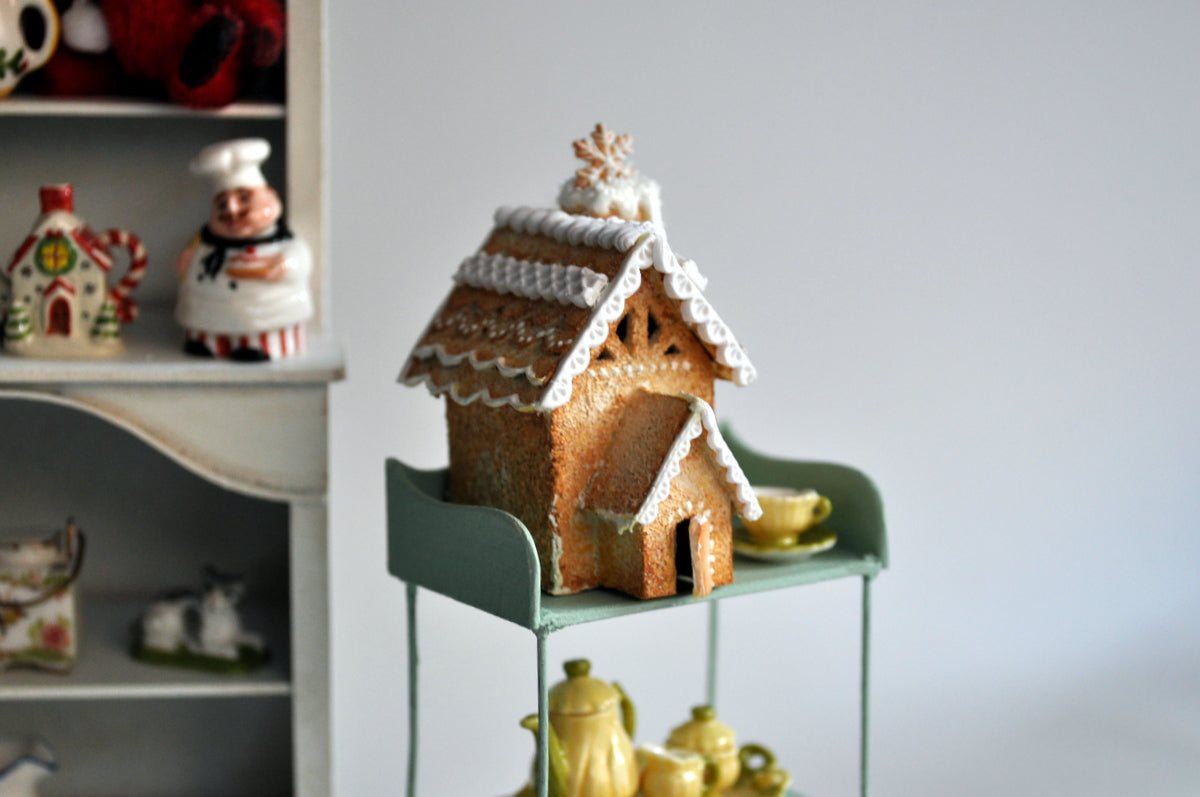 White Christmas Gingerbread House by Petit D'licious