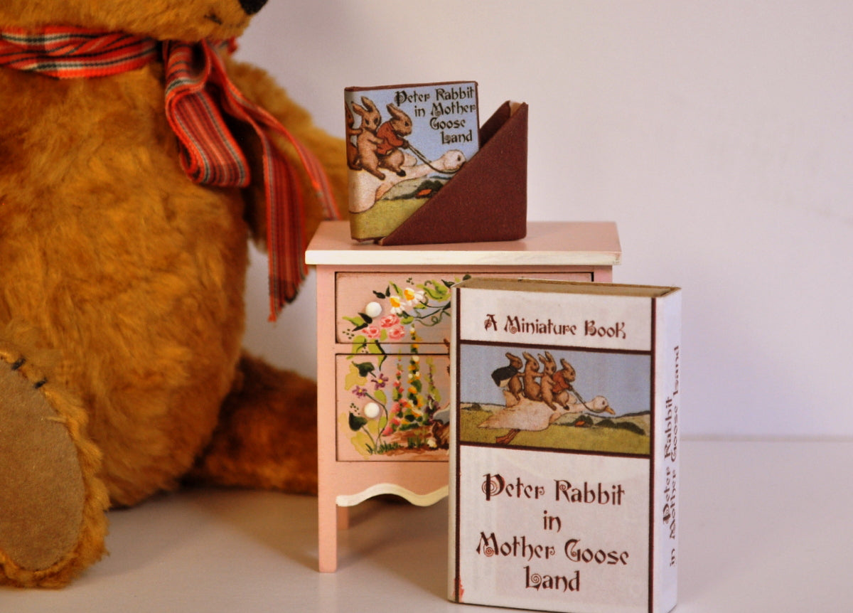 ESTATE TREASURE: Fully Printed Peter Rabbit in Mother Goose Land by Pat Carlson