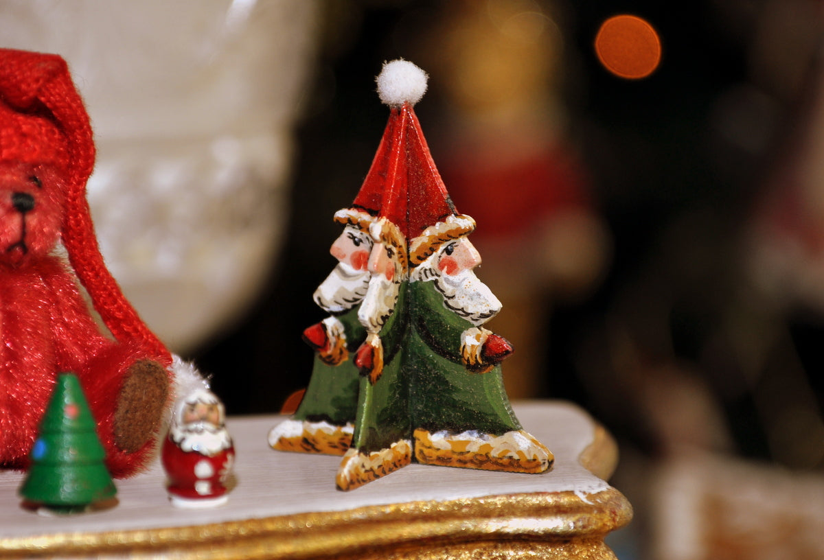 ESTATE TREASURE: Multiple Santa Tabletop Centrepiece by Karen Markland