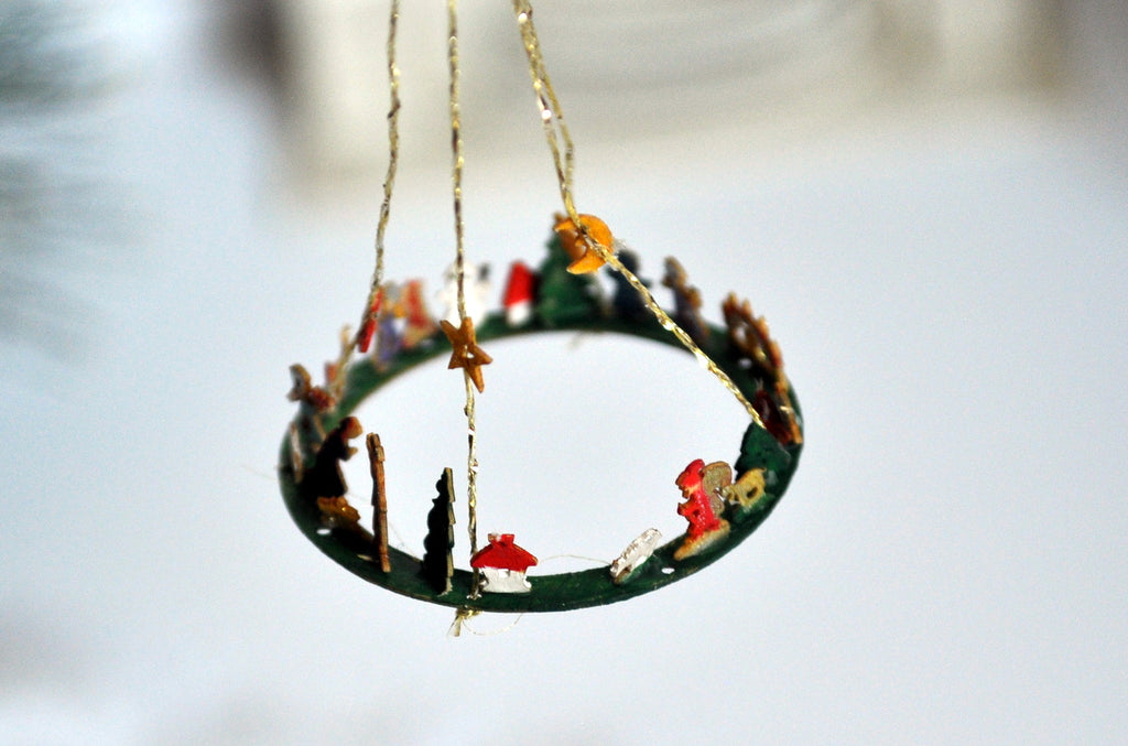 Wooden Hand Painted Volker Arnold German Christmas Wreath Table Hanging Decoration