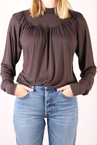 Closed womens' top