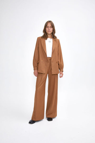 Julia June Broek