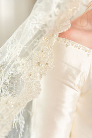 Timeless Wedding Veils chantilly and alencon lace mantilla close up