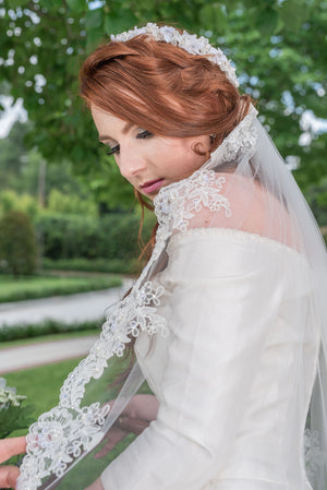 Timeless Wedding Veils fingertip length Gemma veil with alencon lace closeup