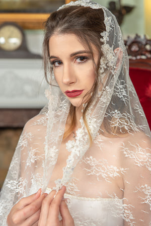 Timeless Wedding Veils Natalie alencon and chantilly lace knee length mantilla closeup