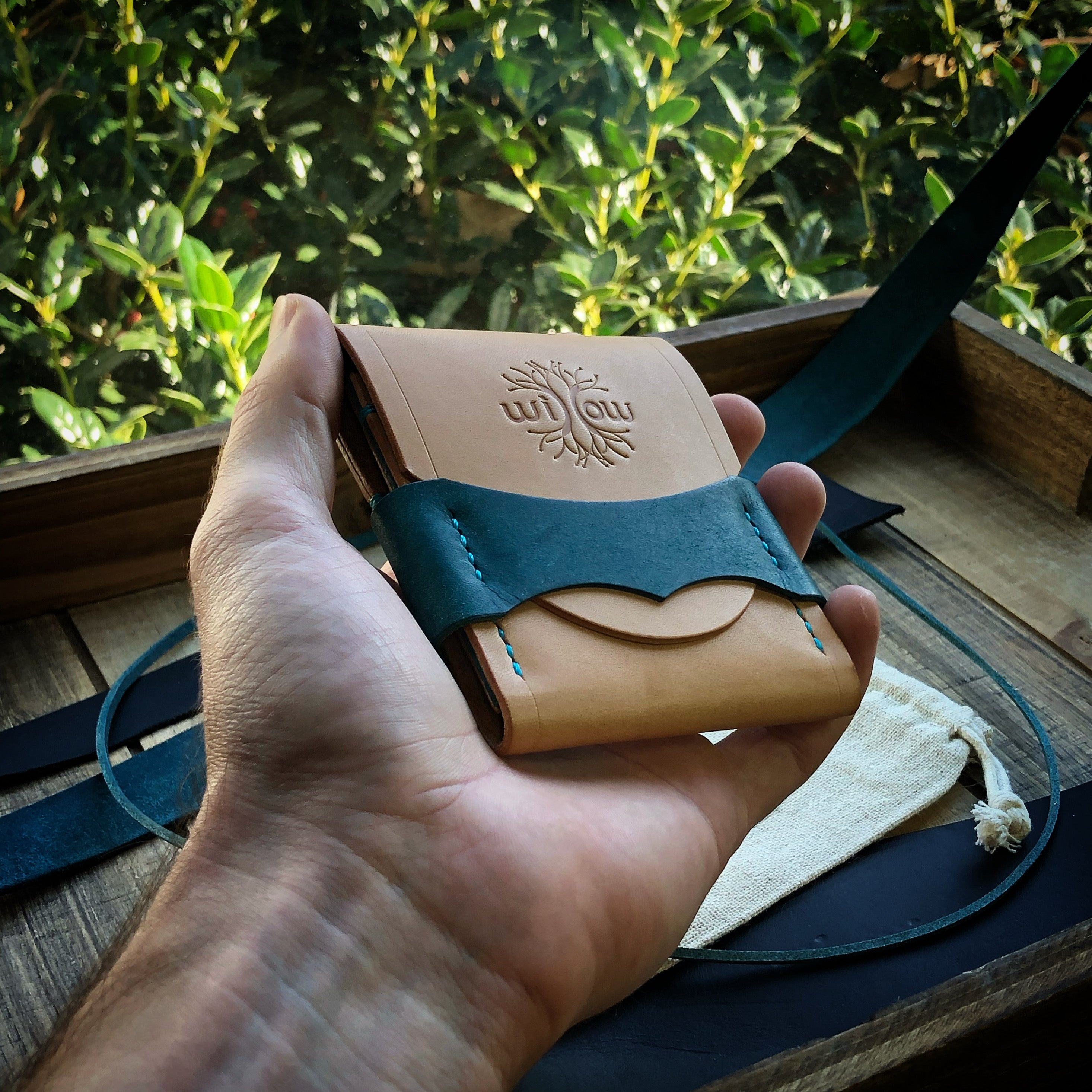 Luxe Minimalist Wallet - Quick Access - Russet and Blue