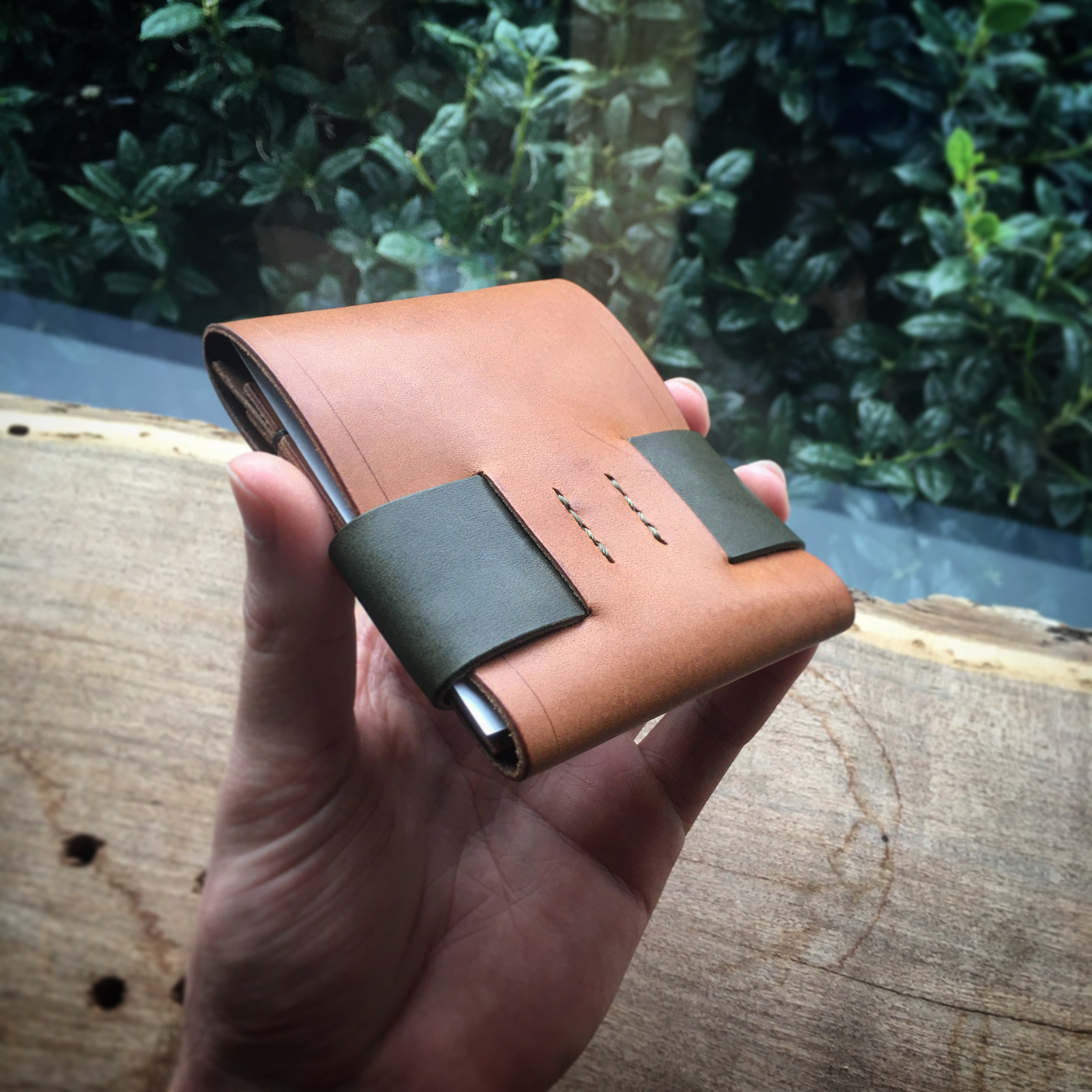 Luxe Minimalist Wallet - Buck Brown & Olive