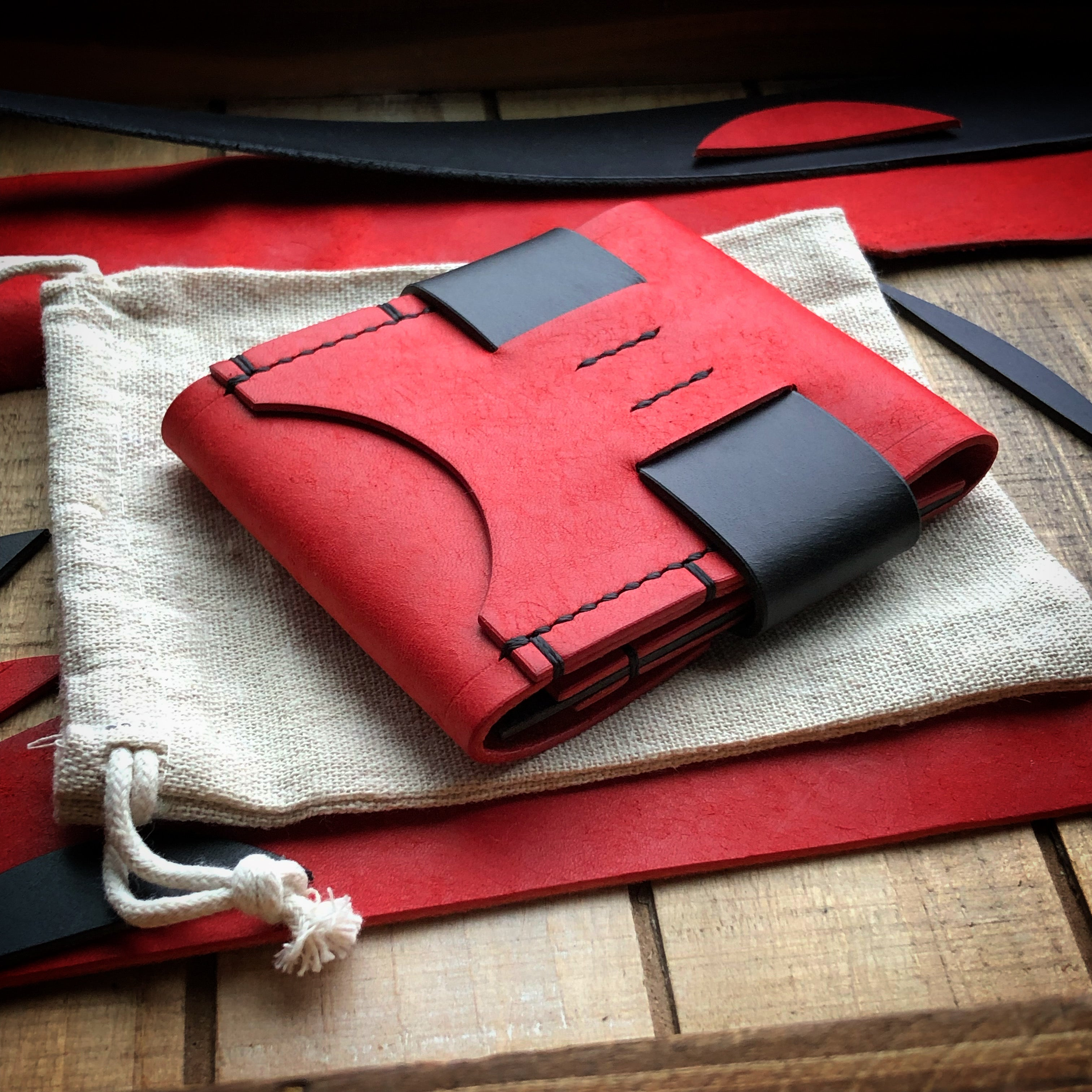 Luxe Minimalist Wallet - Quick Access - Red and Black