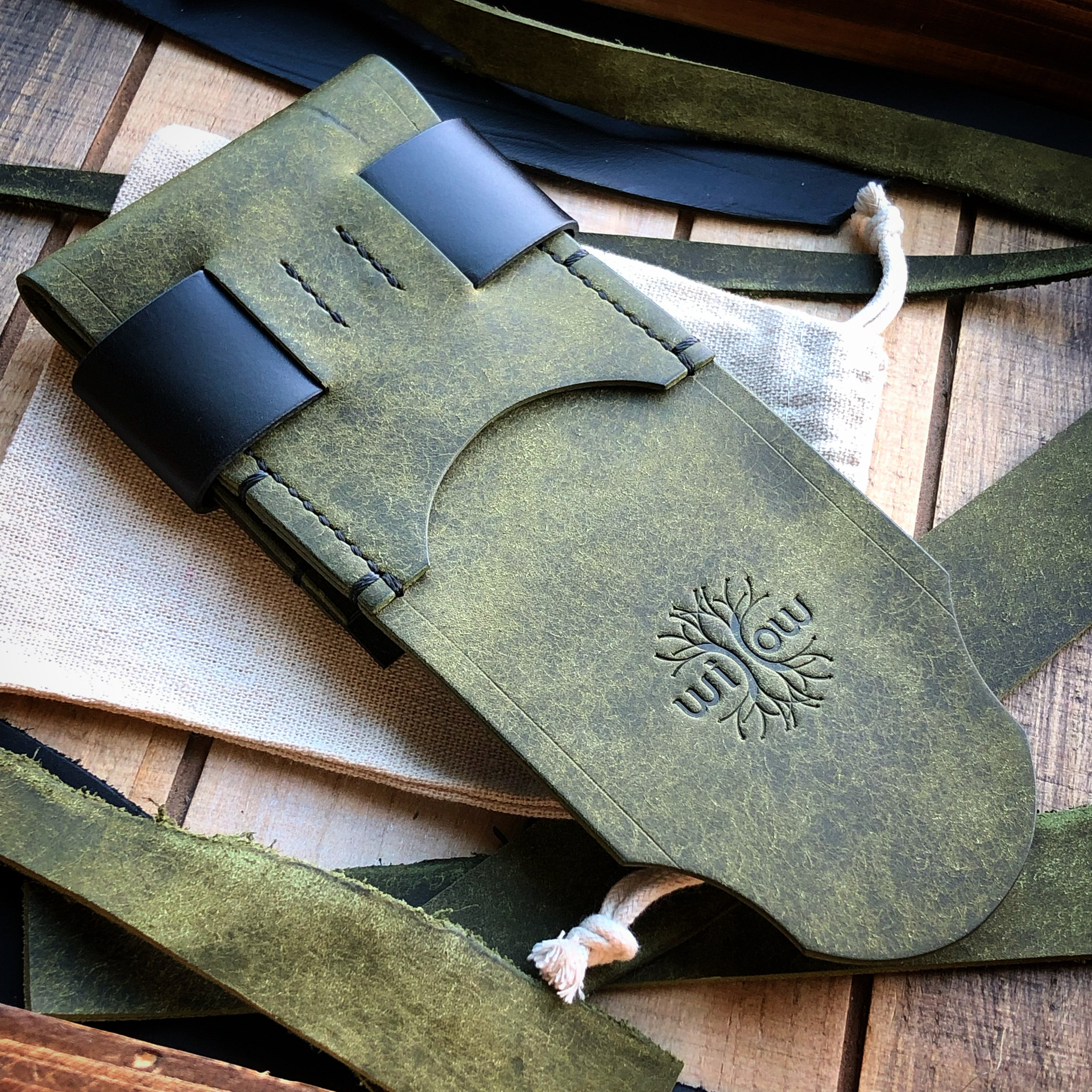 Luxe Minimalist Wallet - Quick Access - Pueblo Olive and Black
