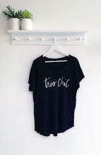 Load image into Gallery viewer, Susie Slogan Tee- Très Chic