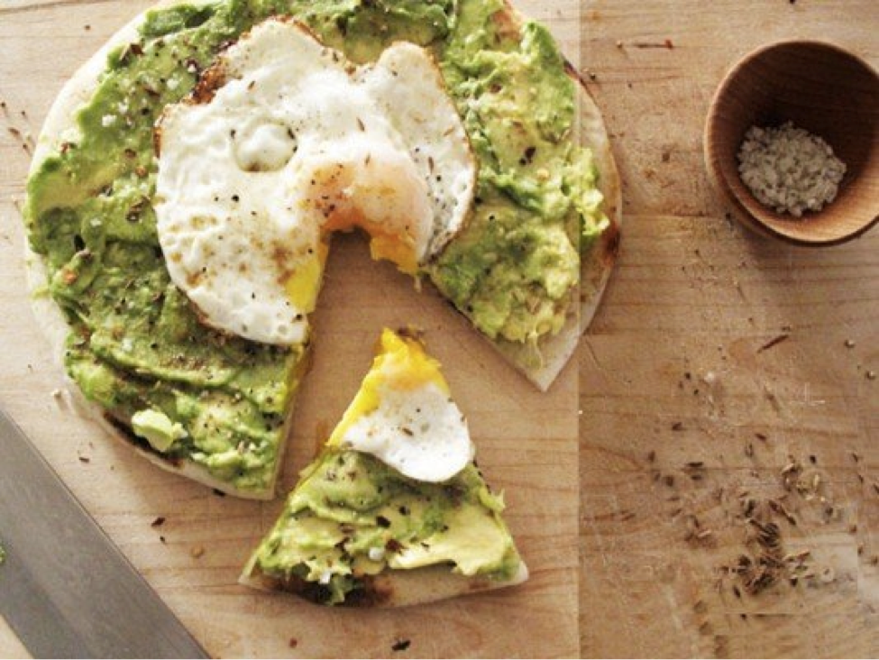 Meatless Monday: Avocado and Egg Breakfast Pizza Recipe