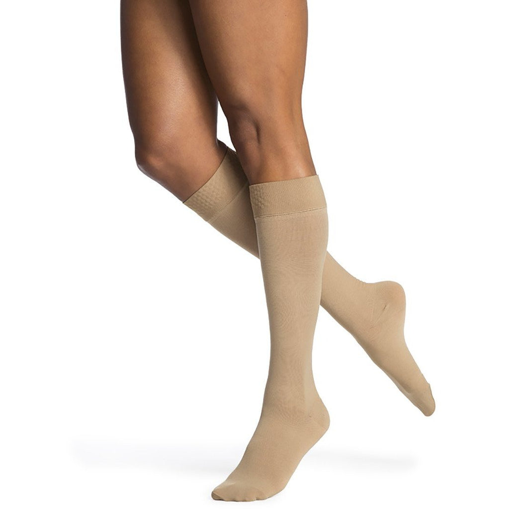 Sigvaris Women's Opaque Knee High C/T, Light Beige (Crispa)