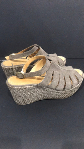 Sundance Taupe Size 38 Women Sandals/Shoes Size 8