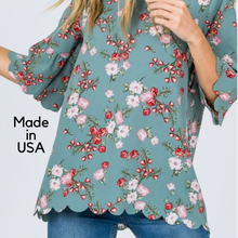 Load image into Gallery viewer, Scalloped hem top, floral