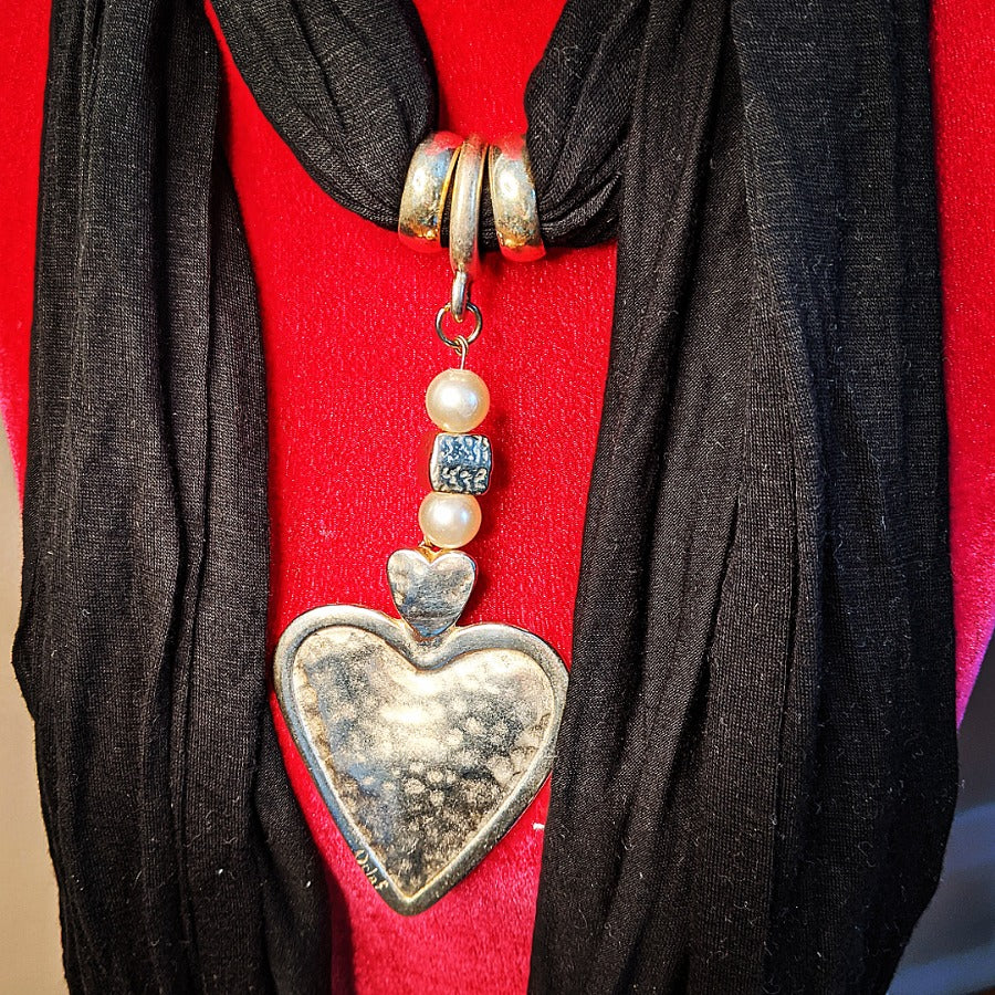 Solid Heart Pendant Black Scarf