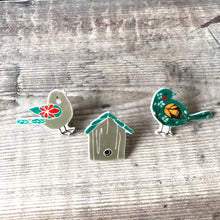 Load image into Gallery viewer, Bird lover pin badge gift set - Bird house - Bird brooch