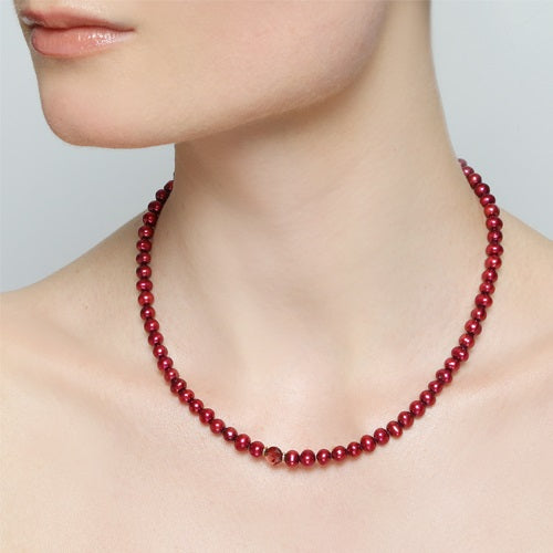 Margaritiferas Garnet Necklace