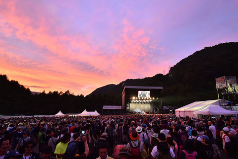music_festival_crowd_at_sunset