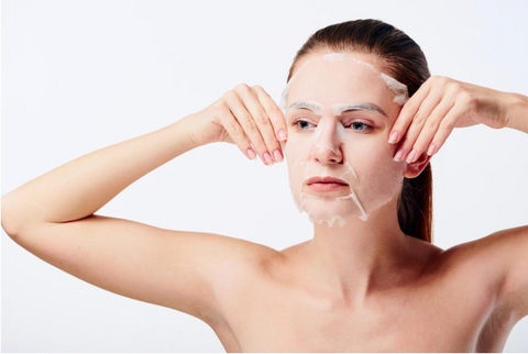 girl_using_face_mask