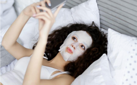 girl_taking_selfie_face_mask