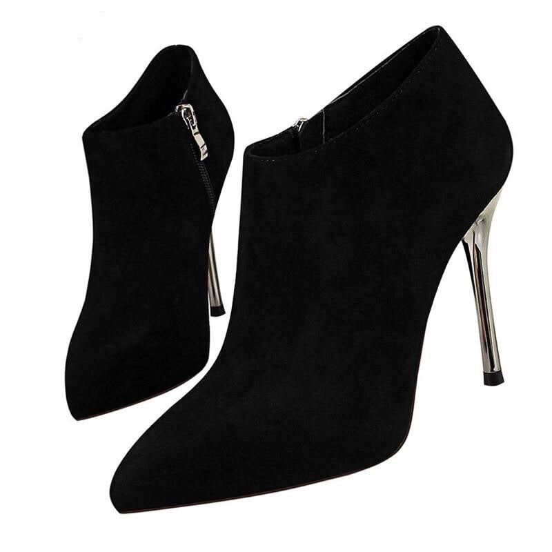 Pointed Toe Zipper Boots