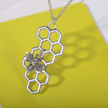 Load image into Gallery viewer, Cute Bee Necklace