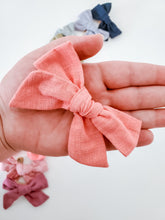 Load image into Gallery viewer, Linen Headband Bow