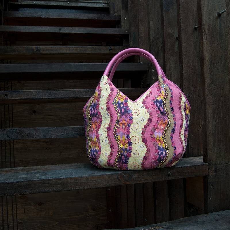 products/SUMMER_TOTE_EMBELLISH_PATCHWORK_BUCKET_PINK_FRONT_OUTDOOR.jpg