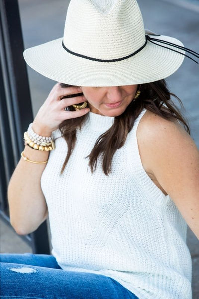 Straw hat with Black String